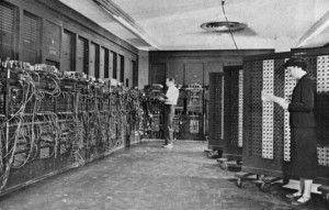 Photo historique et connue de l'ENIAC, premier ordinateur automatique