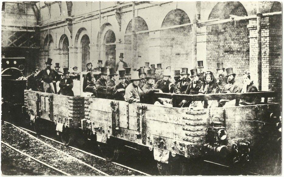 Photo du tout premier trajet du métro contemporain en mai 1863 à Londres
