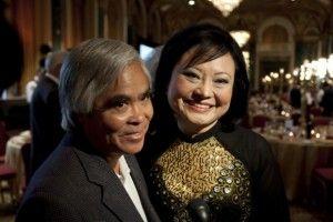Photo de Kim Phuc et Nick Ut à Toronto à l'occasion du 40e anniversaire de la photo de Nick Ut qui fût également le sauveteur de la petite vietnamienne