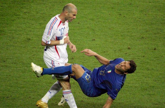 Photo du coup de boule de Zidane sur Materazzi pendant la Coupe du Monde de Foot 2006.