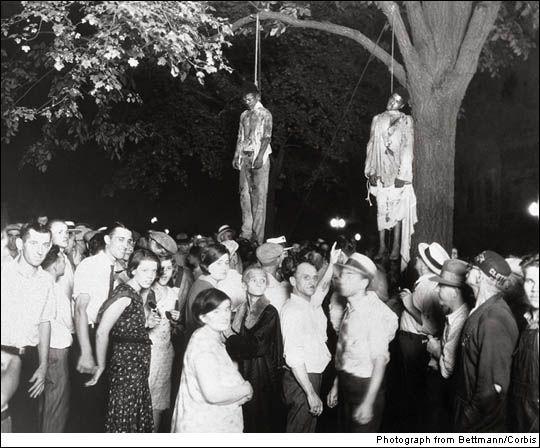 Photo historique d'un lynchage public sur deux afro-américains extraits d'une prison par une émeute