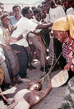 Photo de Paul Watson lors de la guerre au Somalie entre 92 et 94. Photo du soldat américain traîné dans Mogadiscio.