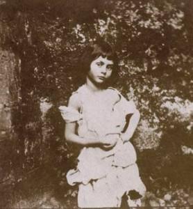 Photo d'Alice Liddell par Lewis Carrolll. Liddell a inspiré Carroll pour Alice aux pays des merveilles