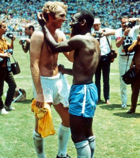 Photo sport Moore et Pelé pendant la Coupe du Monde de football à Mexico en 1970