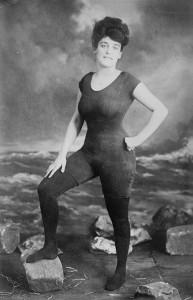 Photo Annette Kellerman début 20e avec un maillot de bain une pièce, le premier de l'histoire.