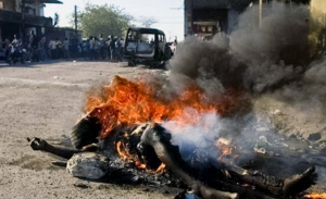 Photo du supplice du pneu prise par Kevin Carter lors de l'Apartheid en 1994.