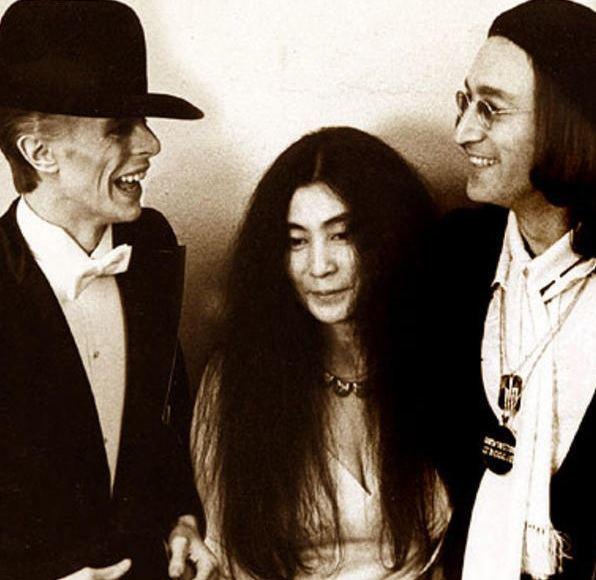 Photo truquée de Yoko Ono et David Bowie prise en 1975 publié à la mort de David Bowie