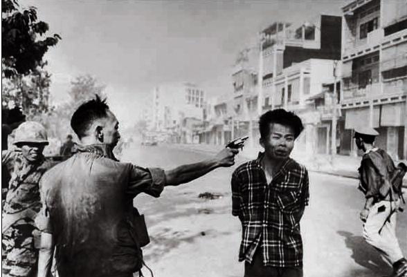 Photo de Loan qui abbat Van Lem. Pulitzer de 68 pour Eddie Adams